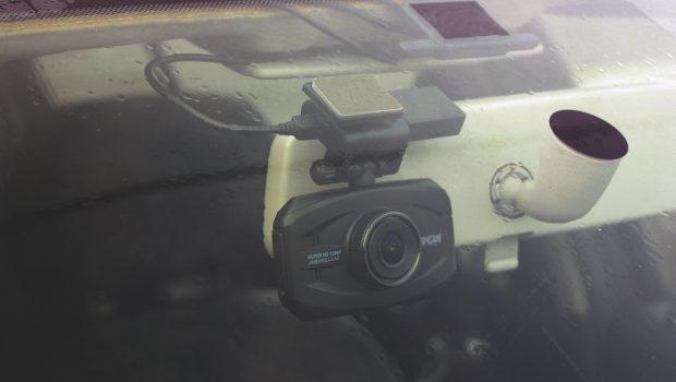 Видеорегистратор автомобильный Каркам Q7 в машине